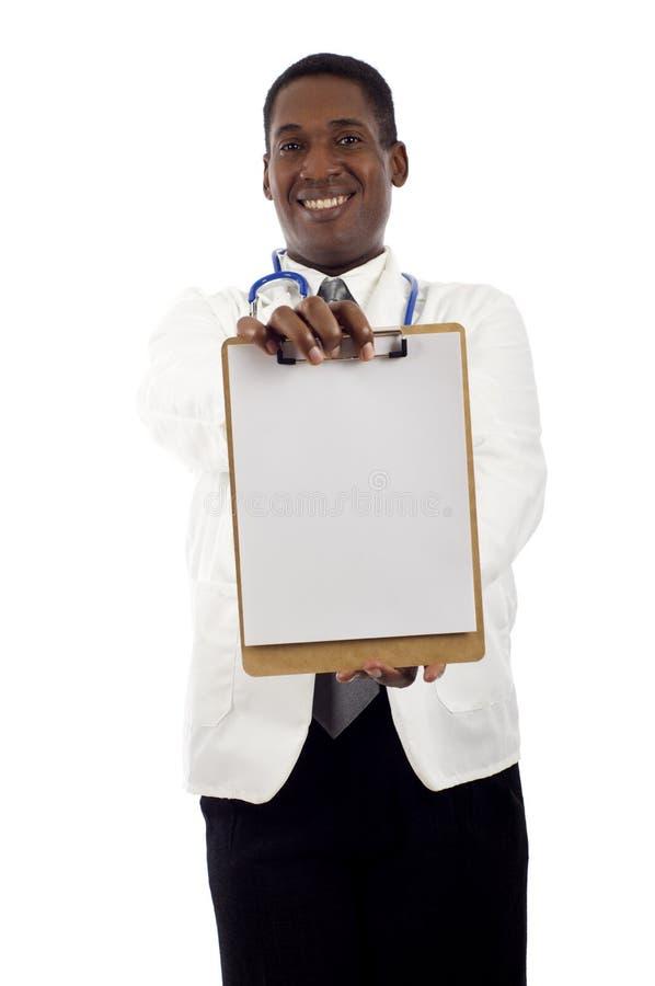 Doutor com prancheta fotografia de stock