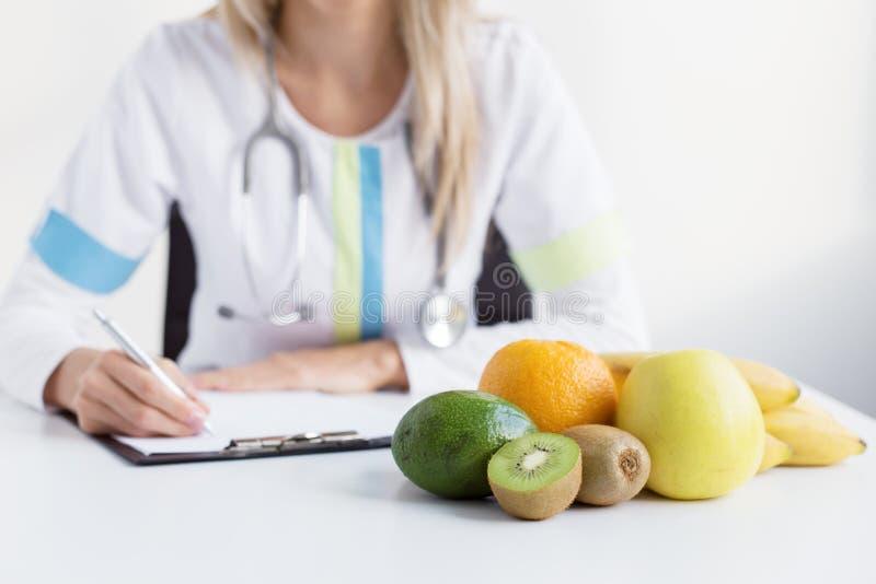 Doutor da dietista imagens de stock
