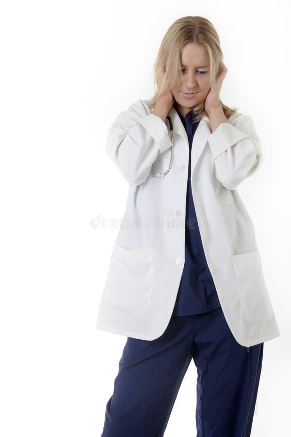 Doutor da mulher com as mãos que cobrem as orelhas imagem de stock