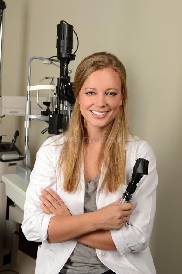 Doutor de olho fêmea sorriso imagem de stock