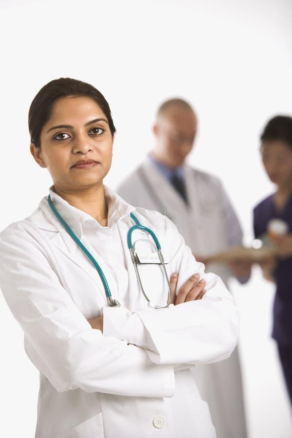 Doutor e equipe de funcionários médica. fotografia de stock