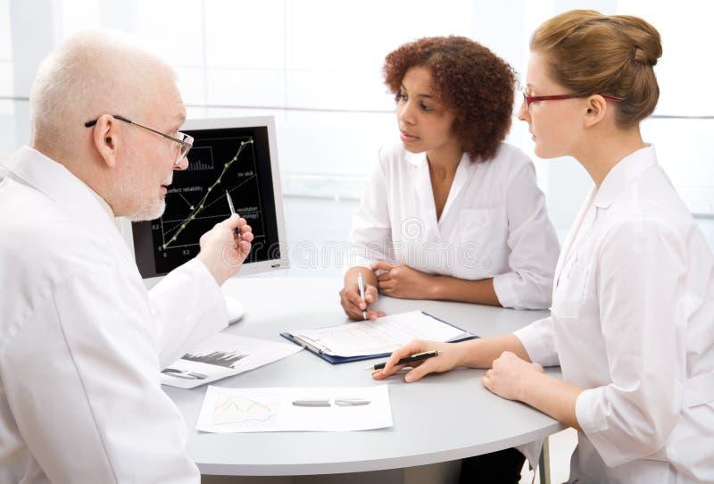 Doutor e estudante imagens de stock