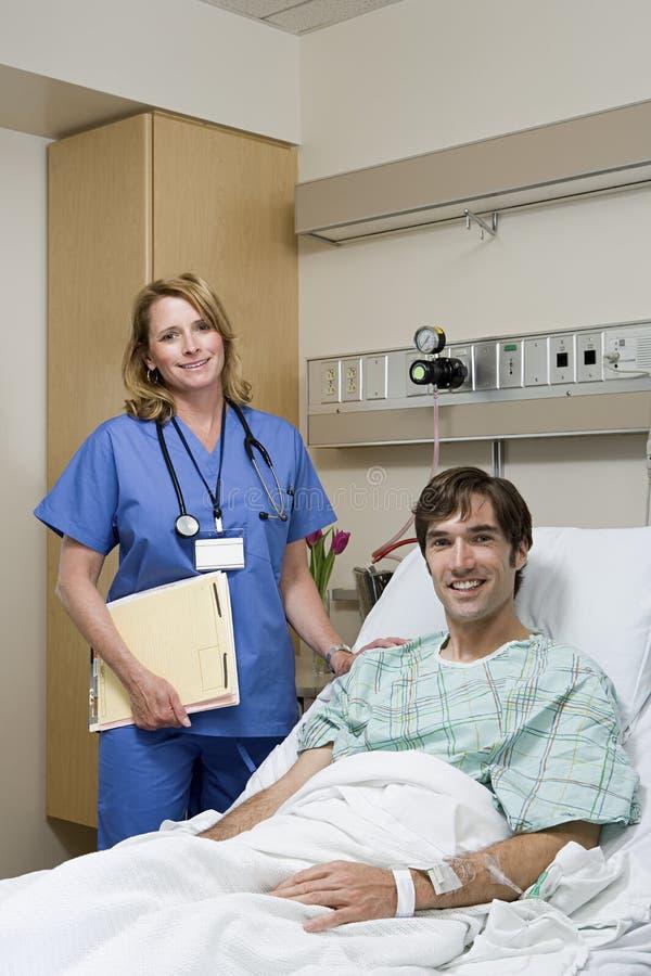Doutor e paciente no hospital fotos de stock royalty free