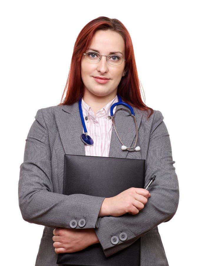 Doutor fêmea com estetoscópio e notas fotografia de stock royalty free
