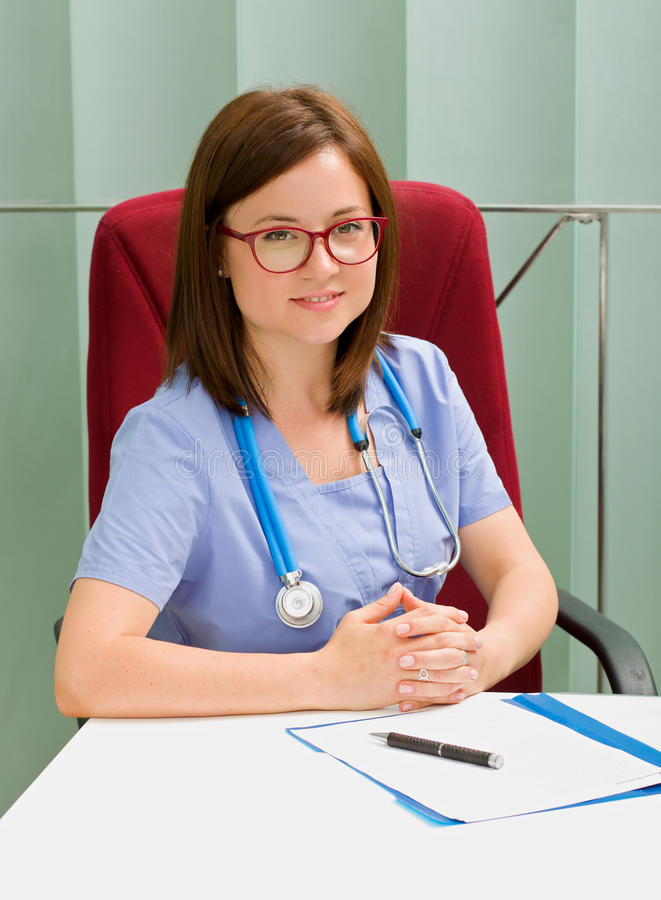 Doutor fêmea confiável imagem de stock