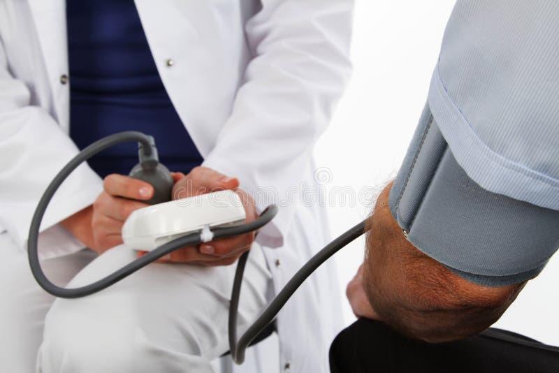 Doutor fêmea e homem mais idoso fotos de stock