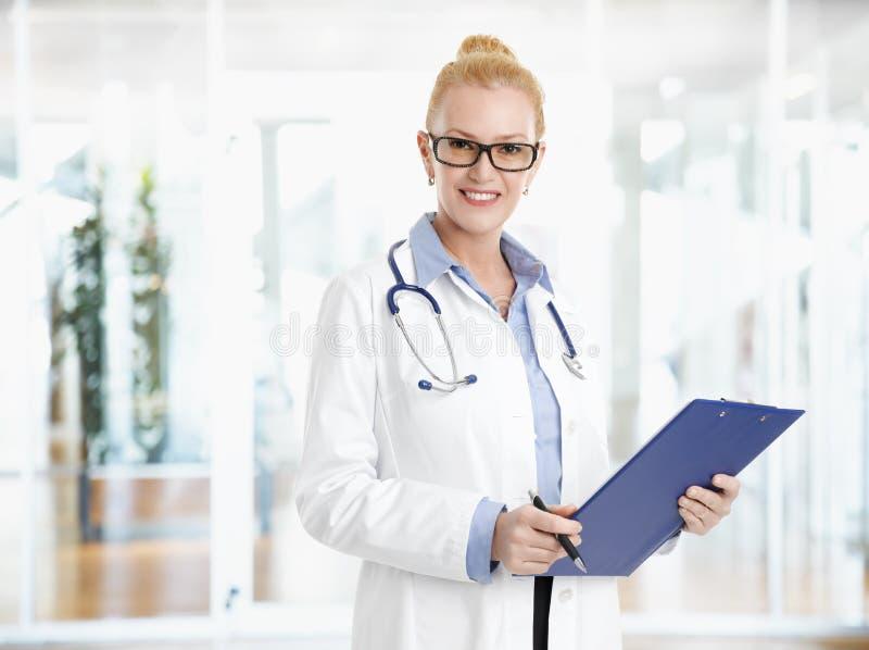 Doutor fêmea Portrait imagem de stock