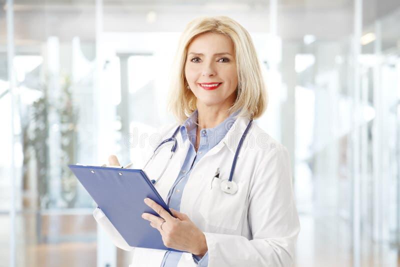 Doutor fêmea Portrait fotografia de stock