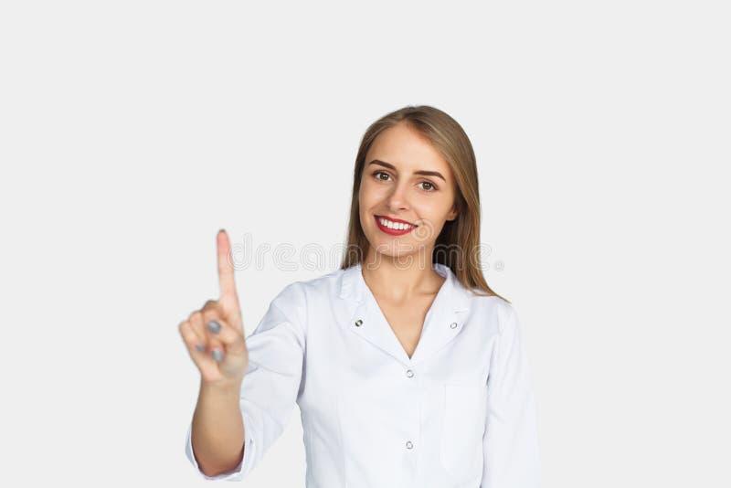 Doutor fêmea que levanta no branco imagens de stock