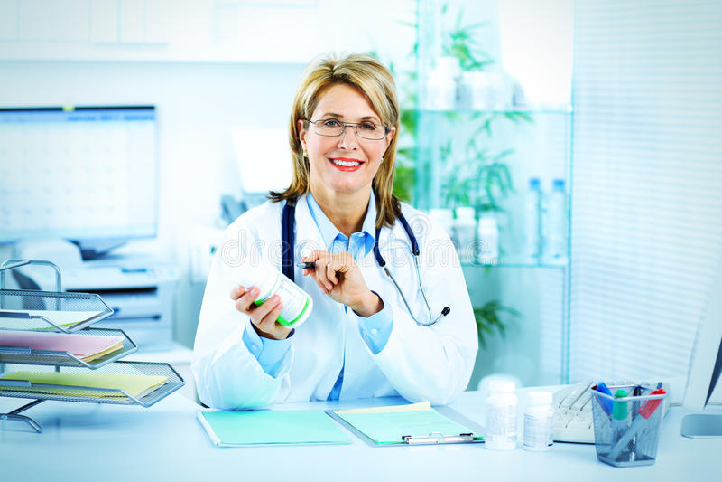 Doutor maduro da mulher fotografia de stock