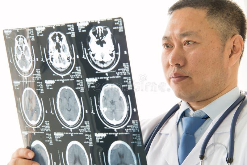 Doutor masculino asiático imagens de stock