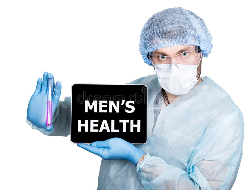 Doutor no uniforme cirúrgico, guardando o tubo de ensaio e o PC digital da tabuleta com man& x27; sinal da saúde de s tecnologia  imagem de stock