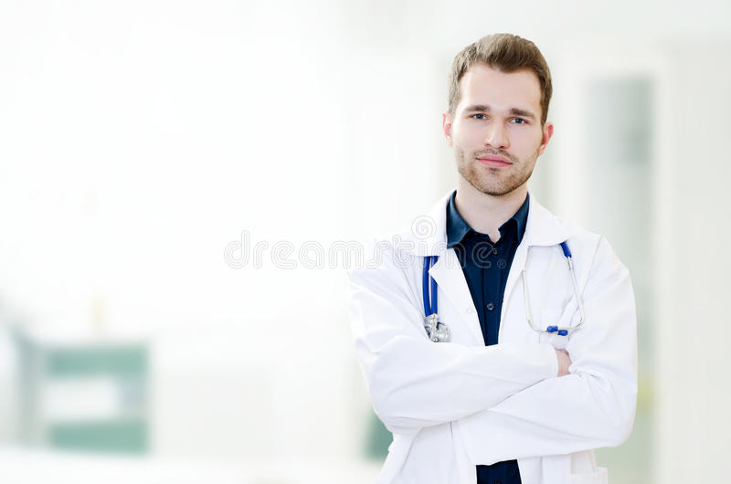 Doutor novo considerável no escritório imagens de stock