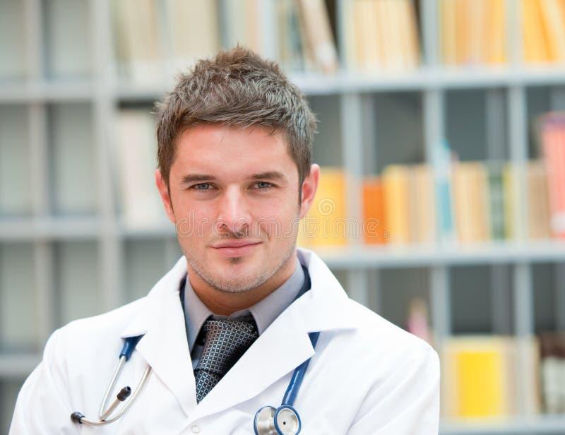 Doutor novo no trabalho fotografia de stock