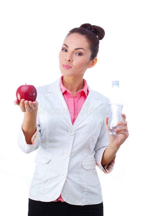 Doutor Nutritionist Woman que guarda o alimento natural e fotografia de stock royalty free