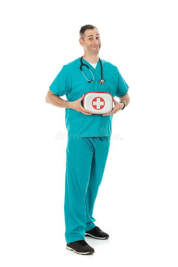 Doutor: O homem guarda o kit de primeiros socorros foto de stock royalty free