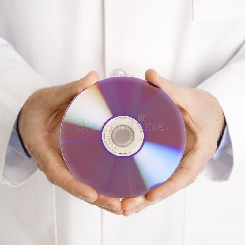 Doutor que prende o disco compacto. foto de stock royalty free
