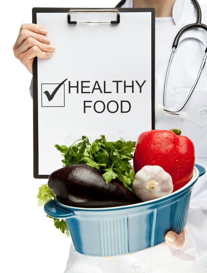 Doutor que recomenda o alimento saudável fotografia de stock