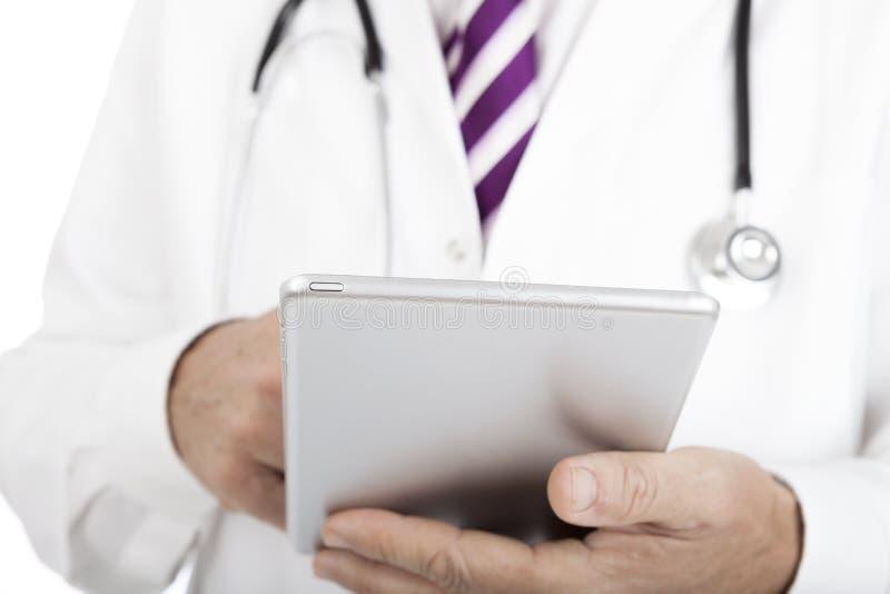 Doutor que trabalha em uma tabuleta - PC imagem de stock royalty free