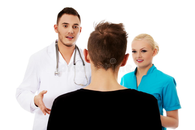 Doutores e paciente fêmeas e masculinos fotos de stock