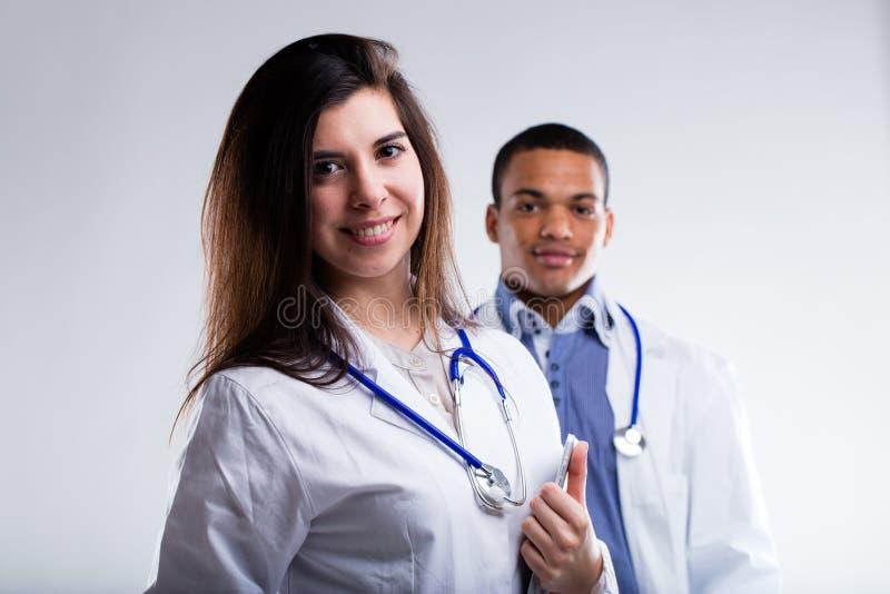 Doutores masculinos e fêmeas foto de stock royalty free
