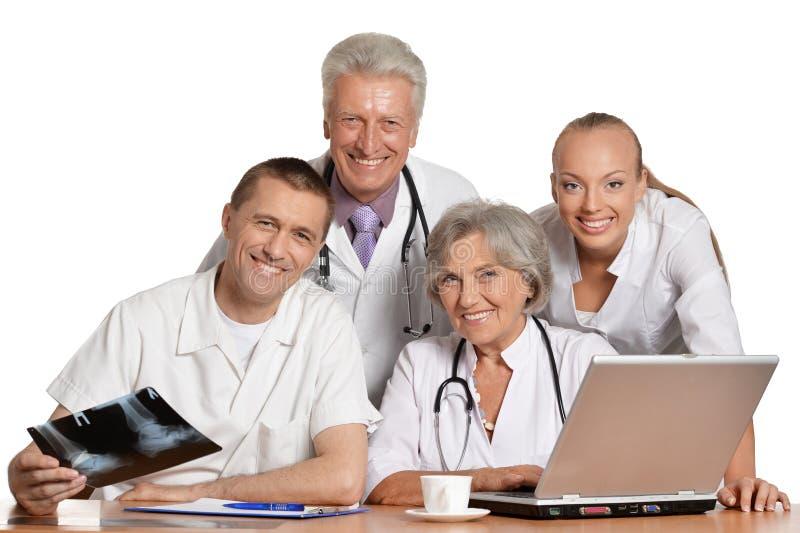 Doutores que discutem na tabela fotografia de stock royalty free