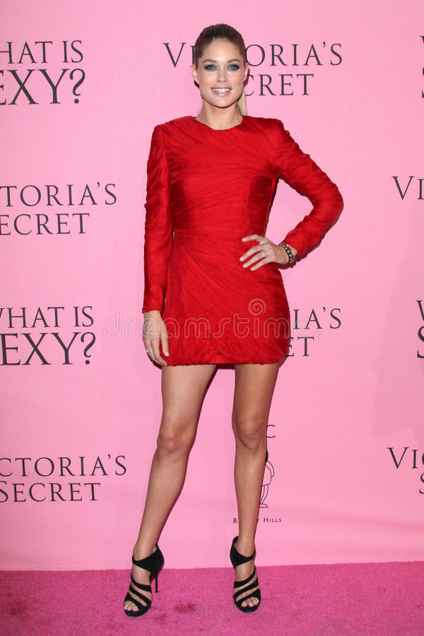 Download Doutzen Kroes Arrives At The Victoria's Secret What Is Sexy? Party Editorial Image - Image: 25284010