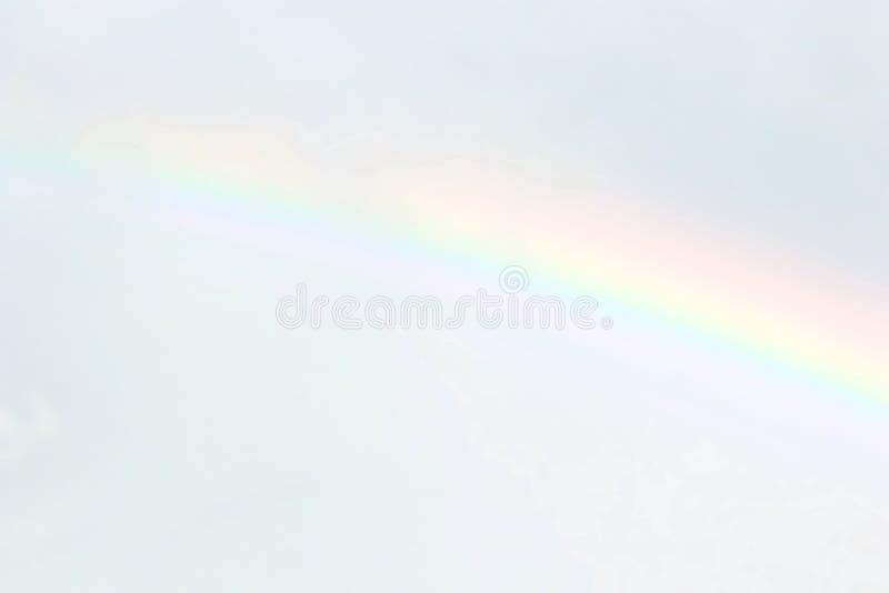 Doux brouillé de ciel et d'arc-en-ciel, arc-en-ciel mol brouillé sur le fond de couleur en pastel de ciel, papier peint de ciel d photographie stock