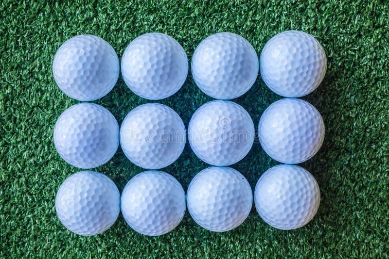 Douzaine boules de golf photographie stock libre de droits