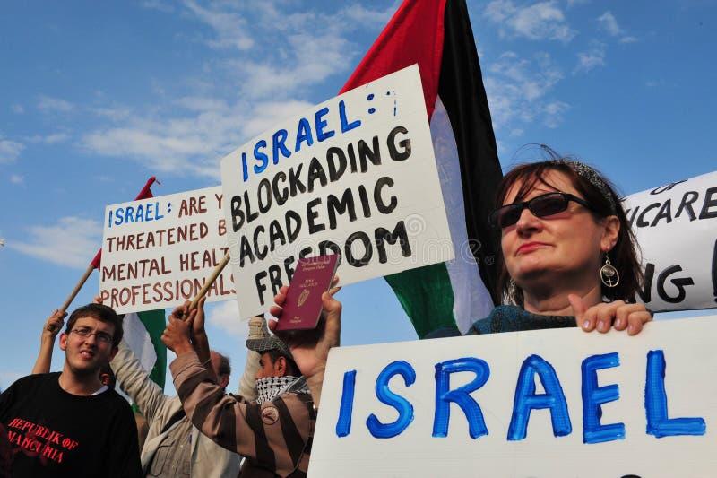 Douzaines de médecins Attempt d'entrer dans Gaza d'Israël image stock