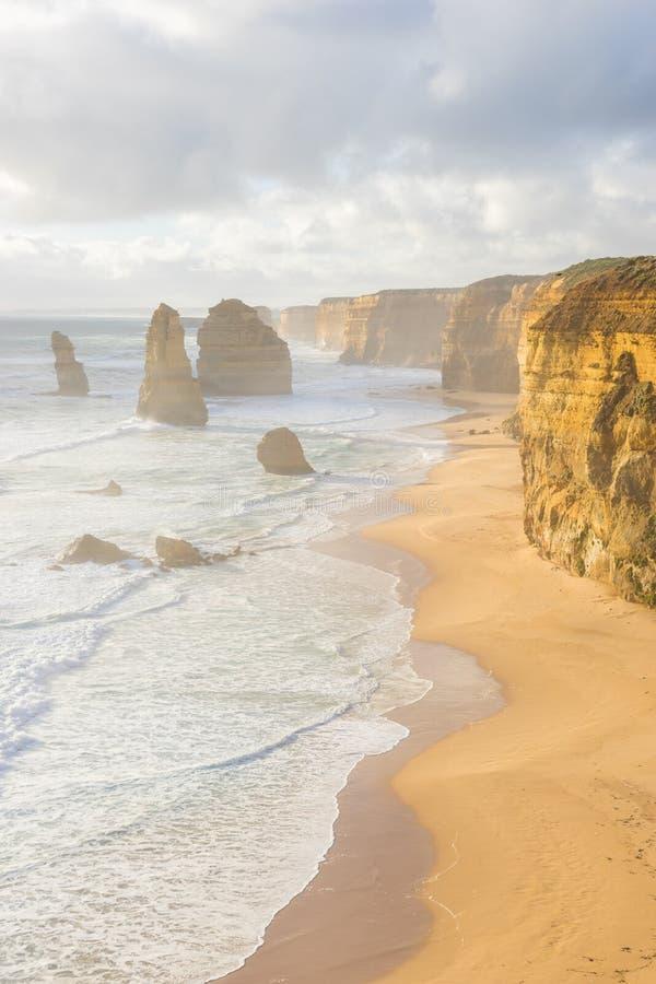 Douze apôtres dans la grande route d'océan dans l'Australie photos stock