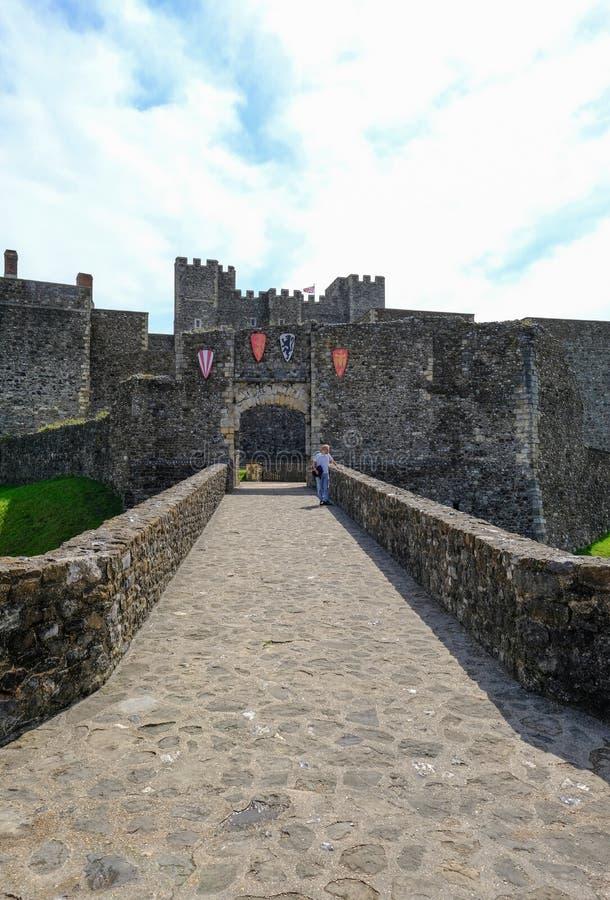 Dover Castle, Dôvar, Kent, Reino Unido - 17 de agosto de 2017: vista do castelo fotos de stock