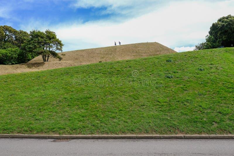 Dover Castle, Douvres, Kent, R-U - 17 août 2017 : Embankm herbeux image libre de droits