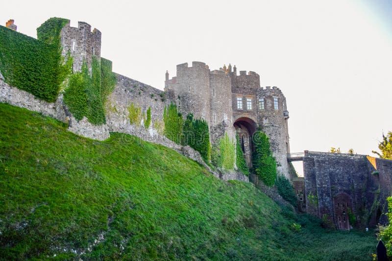 Dover Castle en medeltida slott i Dover, Kent, England, UK royaltyfri foto