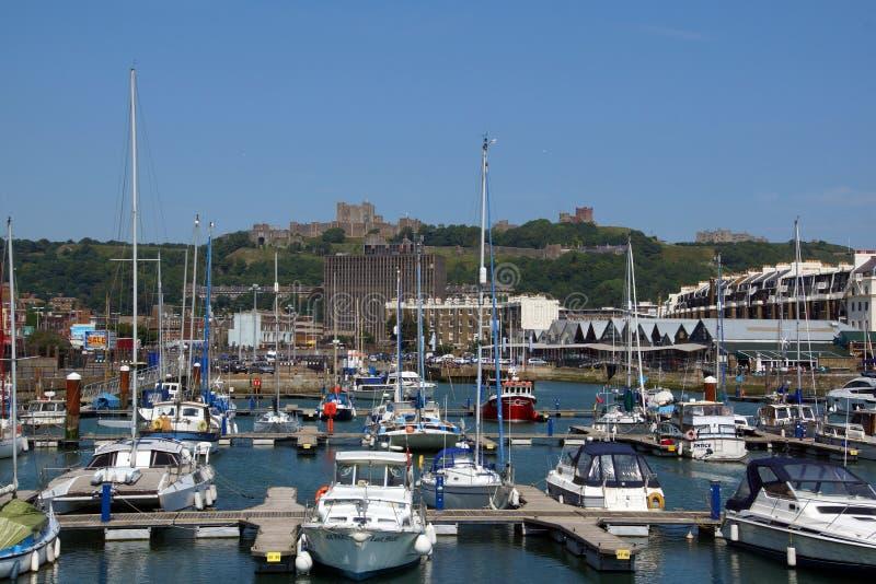 Dover Castle och hamn royaltyfria foton