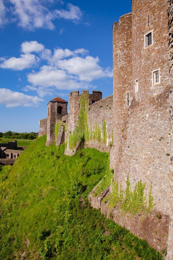 Dover Castle yttre gardinvägg Kent Southern England UK fotografering för bildbyråer