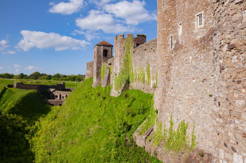Dover Castle yttre gardinvägg Kent Southern England UK royaltyfri foto