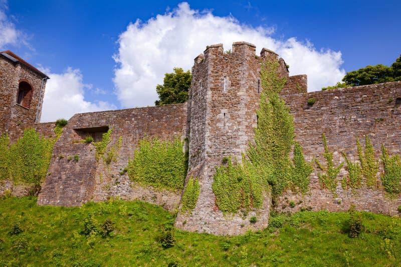 Dover Castle yttre gardinvägg Kent Southern England UK arkivbild