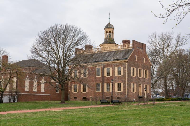 Dover DE - April 5, 2019: Att närma sig det gamla tillståndshuset av Delaware arkivbilder