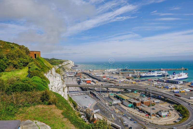 Dover Ferry Port, Dover, Regno Unito - 17 agosto 2017: Vista lungo la c immagini stock