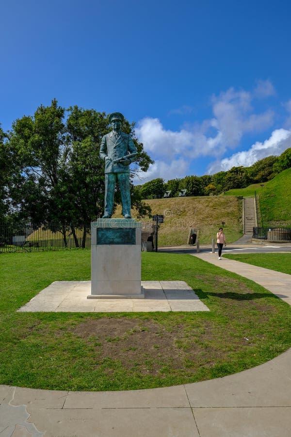 Dover, Kent, het UK - 17 Augustus, 2017: Standbeeld van Admiraal Sir Bertram stock afbeeldingen