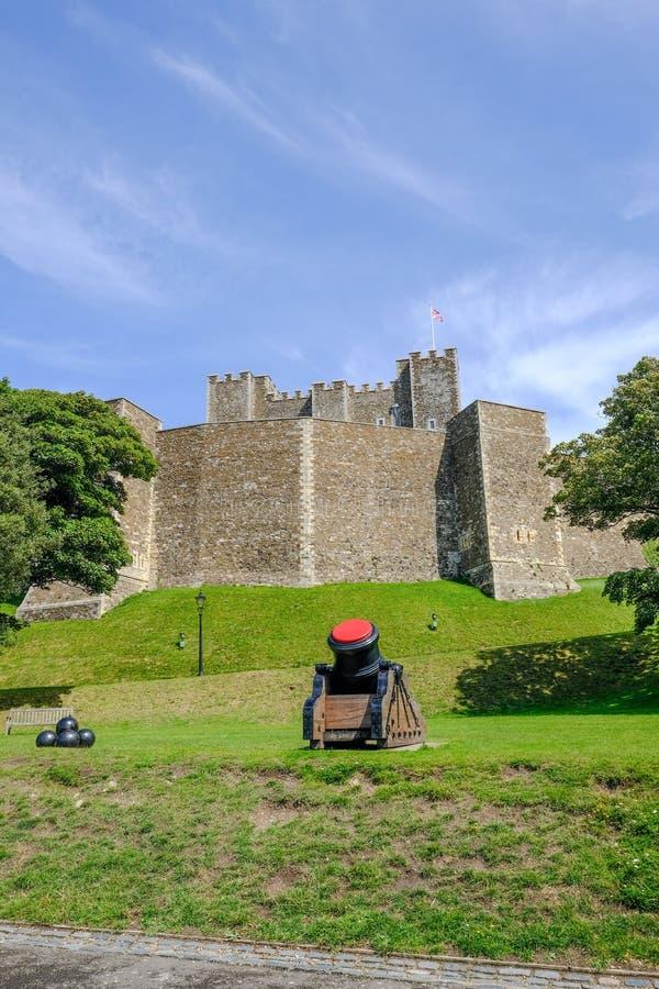 Dover, Kent, UK - Sierpień 17, 2017: Dover kasztel, ściana i widok, o obrazy stock