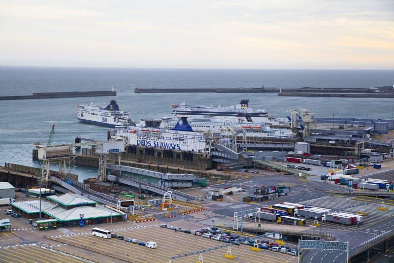 DOVER UK - APRIL 12, 2014: - Dover port, mest upptagen port av England fick planet för att bygga den tredje terminalen royaltyfri bild