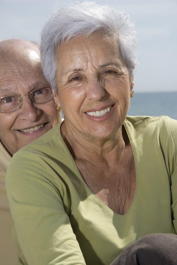dowódca plaży parę się uśmiecha fotografia stock