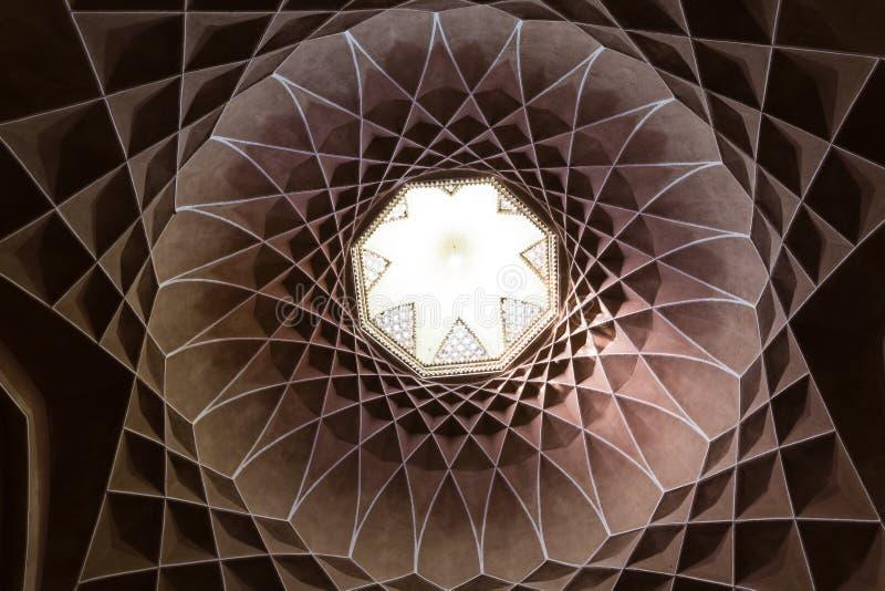 Dowlat Abad庭院windcatcher,在亚兹德,伊朗 免版税库存照片