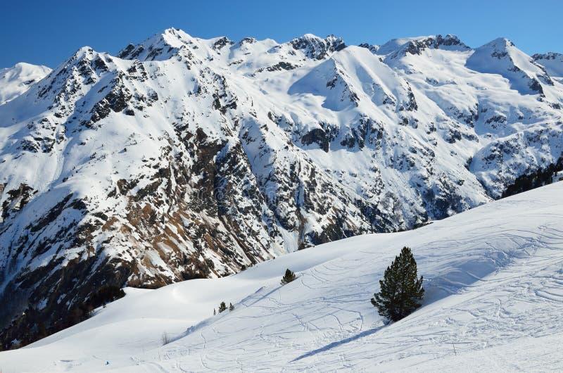 Downhills nell'inverno Pirenei fotografie stock libere da diritti