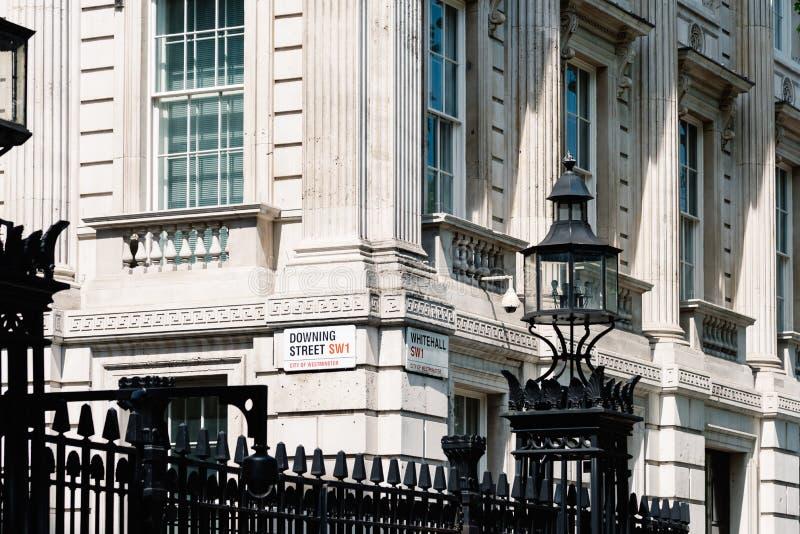 Downing Street och Whitehall för gatanamntecken i London arkivbilder
