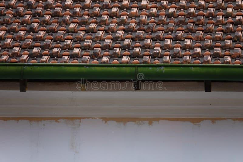 Downspout da chuva em uma construção antiga imagens de stock royalty free