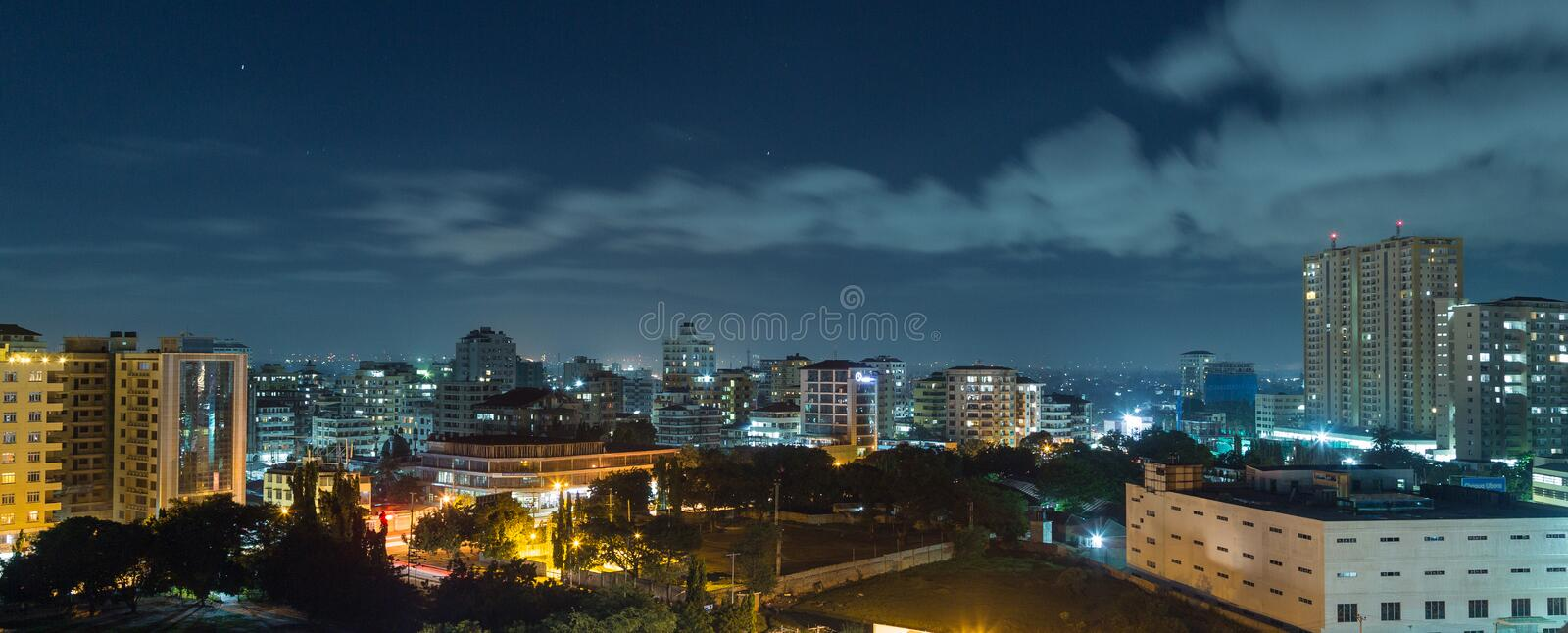 Downtowm Dar Es Salaam la nuit photo libre de droits