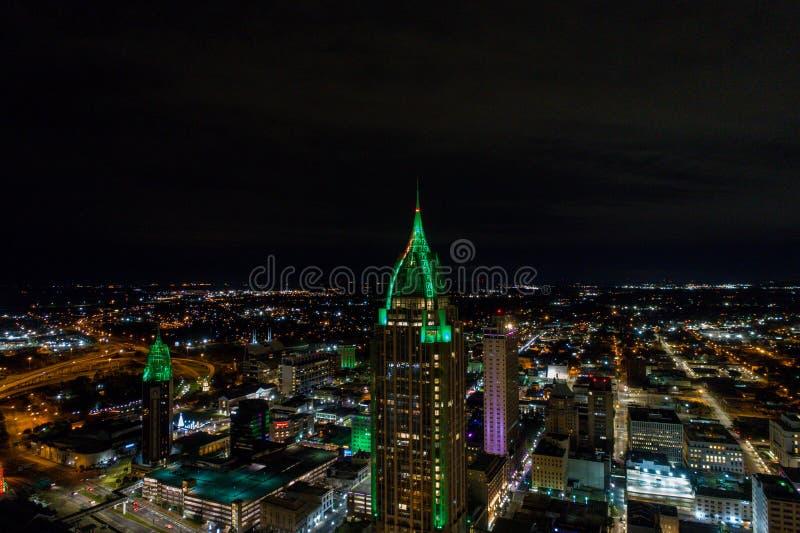 Downtown Mobile, Alabama riverside 's nachts stock foto's